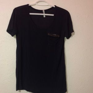 Short sleeve zipper pocket tee- shirt